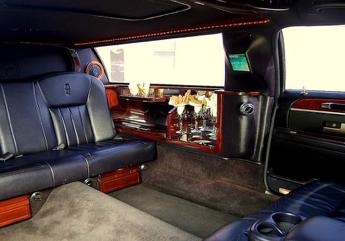1-3 P - Cadillac Deville Limousine Int