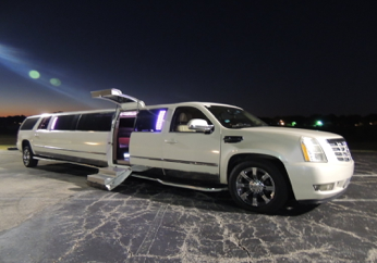 17-25 P - Escalade Limousine w: Jet Door Ext