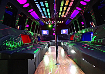 28-32 P - Party Bus Int 2