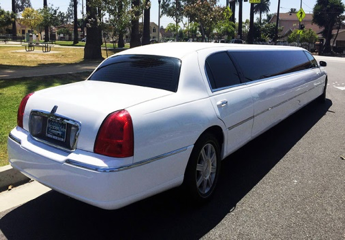 11-16 P - Lincoln Town Car Stretch Limo Ext